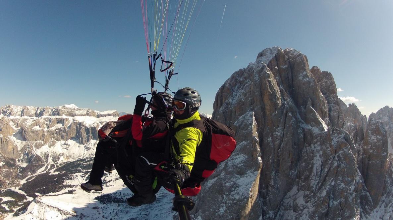 volare in parapendio nelle Dolomiti