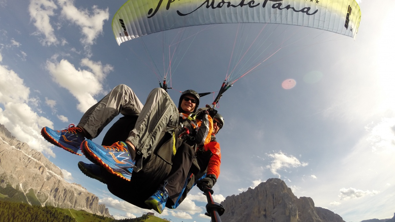 parapendio biposto nelle Dolomiti in Alto Adige