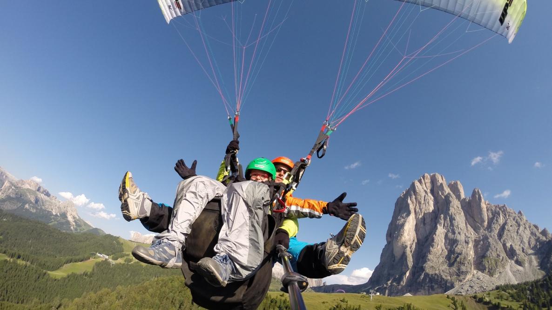 Flieg mit uns in den Dolomiten