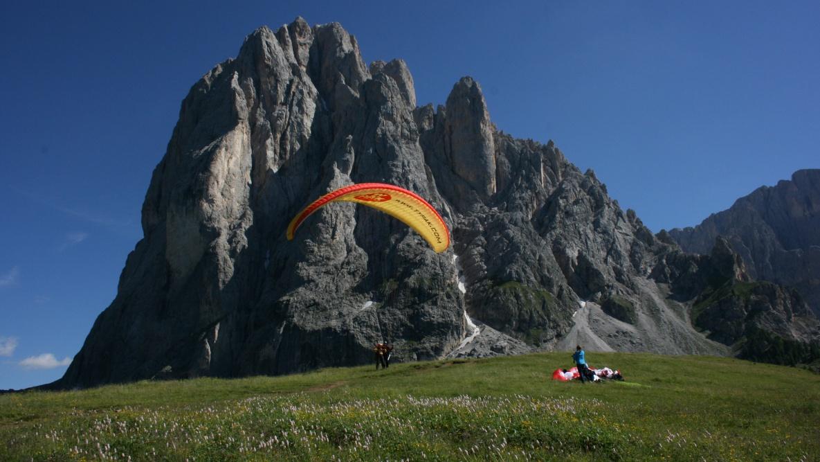 Decollo Mont Seura in Val Gardena nelle Dolomiti