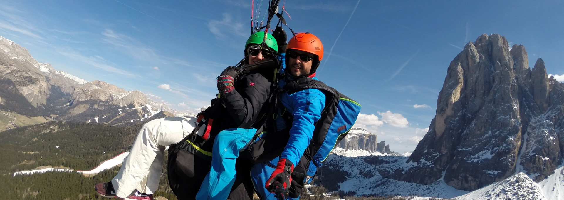 fly with the Paraglider in Val Gardena