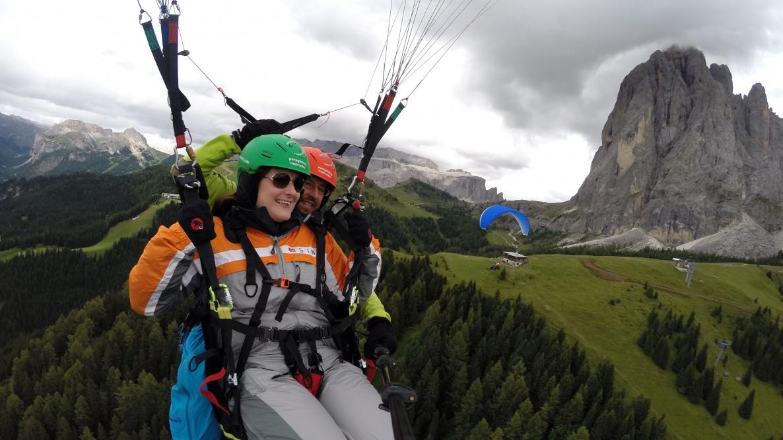 Spass und Action - Gleitschirmfliegen in den Dolomiten