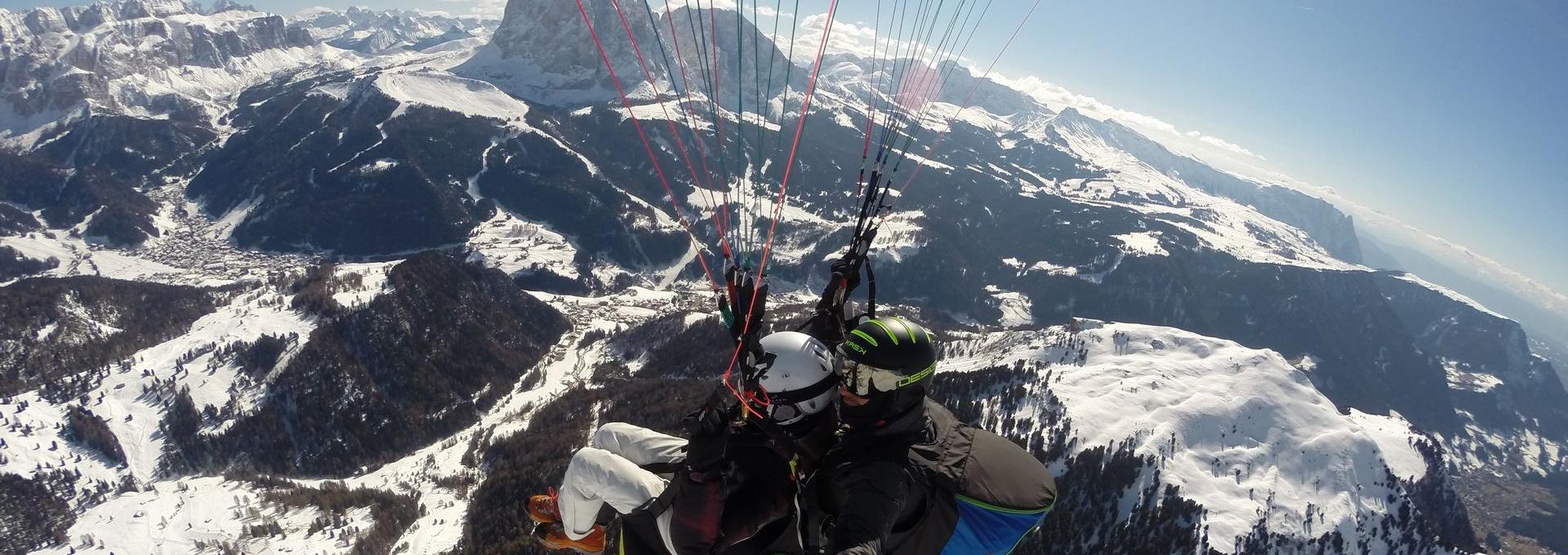 Alpen - Gleitschirmfliegen Gröden