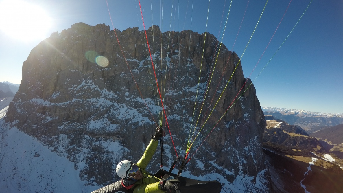 Flying hight in the Dolomites - Paragliding