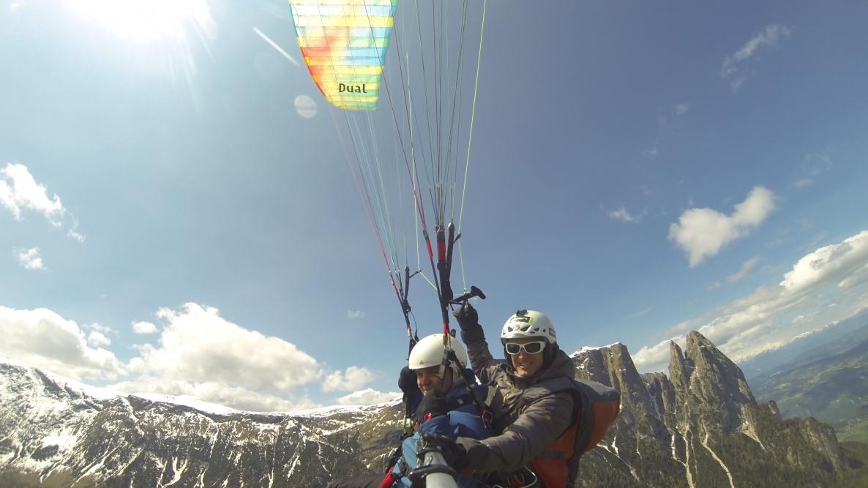 volare in parapendio sull'Alpe di Siusi